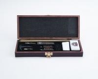 Универсальный набор для чистки 17 предметов в деревянном кофре UGC66W